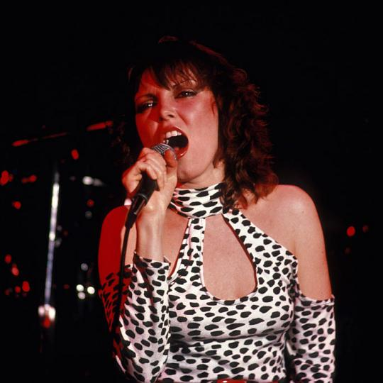 NEW YORK, NY - CIRCA 1980: Pat Benatar in concert circa 1980 in New York City. (Photo by Raoul/IMAGES/Getty Images)