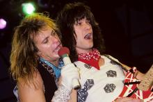 (MANDATORY CREDIT Ebet Roberts/Getty Images) David Lee Roth and Eddie Van Halen of Van Halen performing in New Haven, Connecticut on March 24, 1984. (Photo by Ebet Roberts/Redferns)
