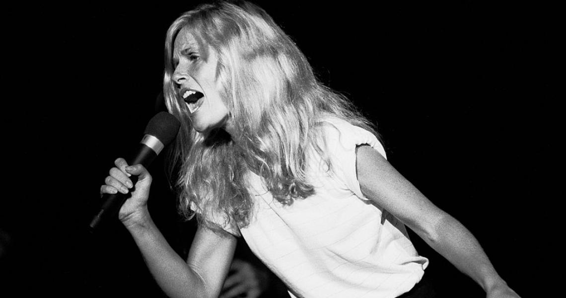 Singer Kim Carnes at the Park West auditorium, Chicago, Illinois, August 28, 1981. (Photo by Paul Natkin/Getty Images)